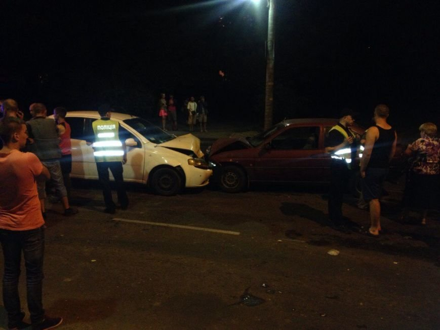 Понівечені автомобілі: у Тернополі зіткнулись таксі і легковик (ФОТО), фото-4