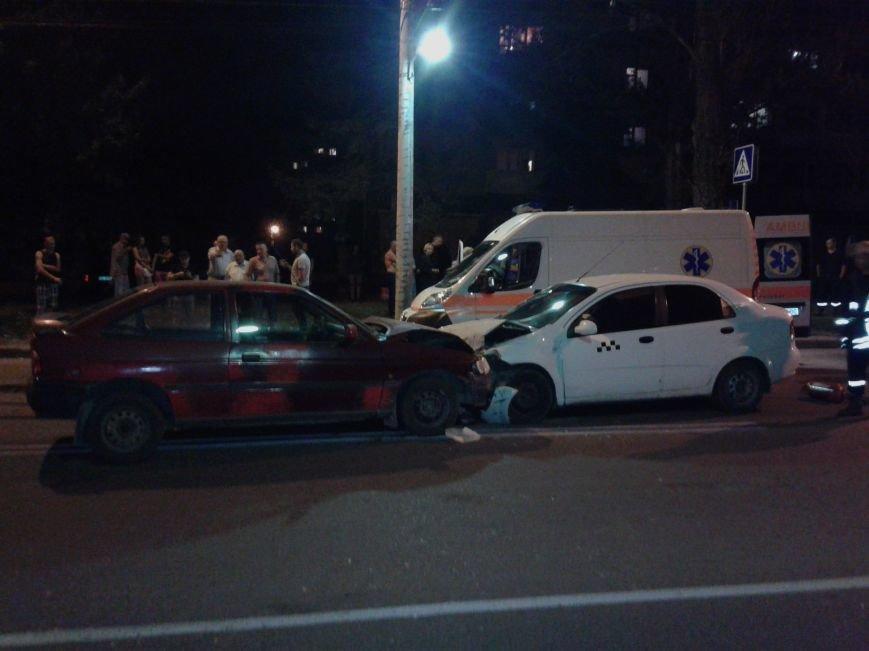Понівечені автомобілі: у Тернополі зіткнулись таксі і легковик (ФОТО), фото-1