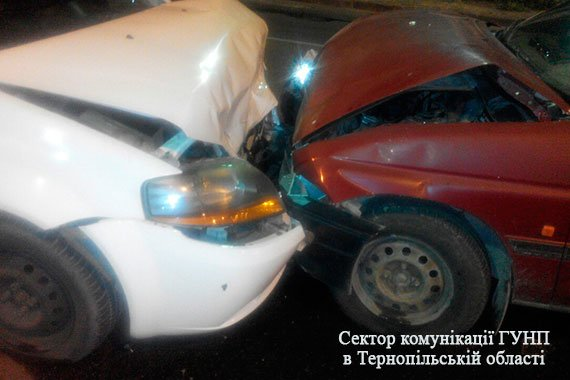 Обставини вечірнього ДТП у Тернополі: двоє – в лікарні, винуватець аварії найімовірніше був п'яним  (Фото), фото-2