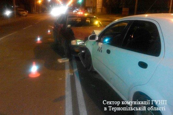 Обставини вечірнього ДТП у Тернополі: двоє – в лікарні, винуватець аварії найімовірніше був п'яним  (Фото), фото-1