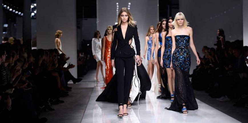 1453730181-elle-paris-haute-couture-spring-summer-2016-atelier-versace-00-index