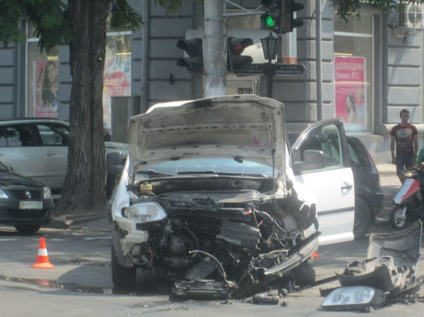 Центр Одессы застыл в пробке из-за аварии на Екатерининской (ФОТО), фото-1