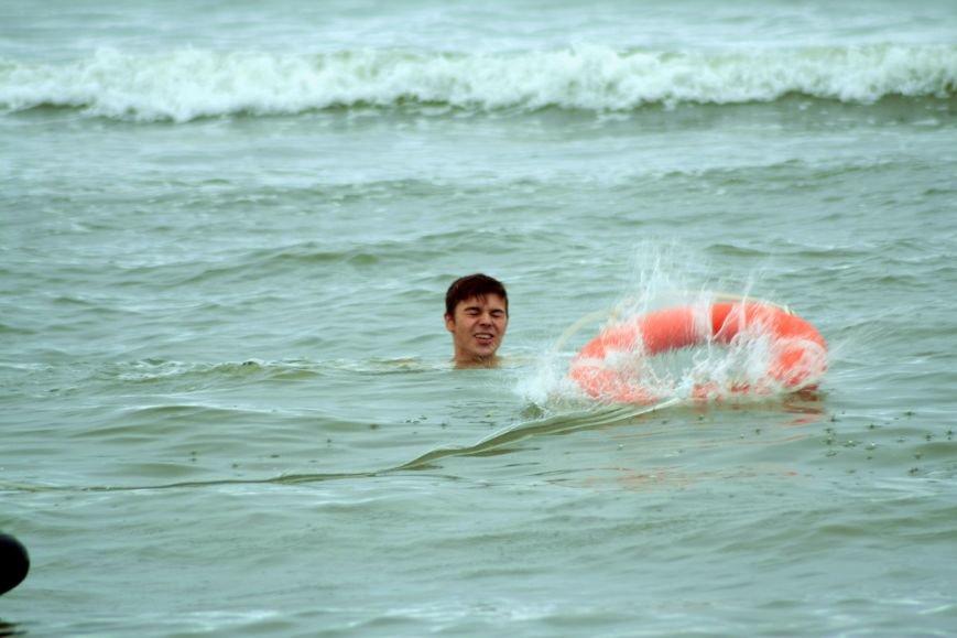 Анивские спасатели провели учения по спасению сахалинцев на пляже, фото-3