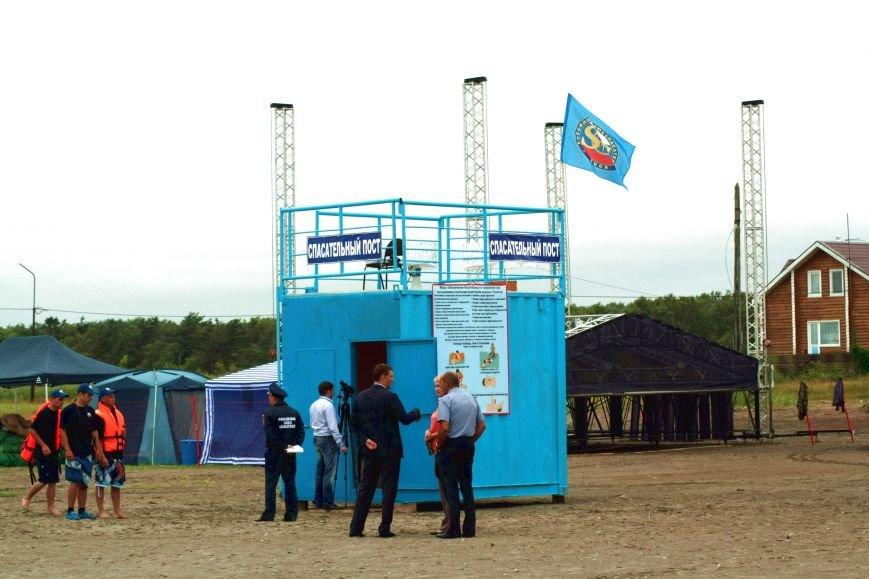 Анивские спасатели провели учения по спасению сахалинцев на пляже, фото-1