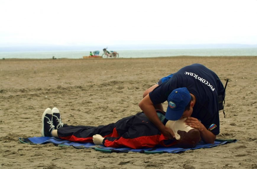 Анивские спасатели провели учения по спасению сахалинцев на пляже, фото-7