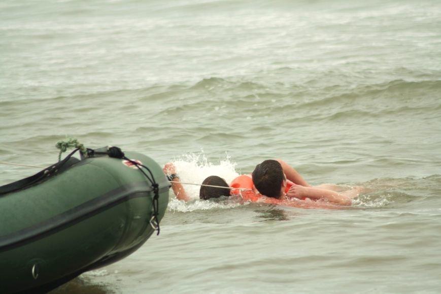 Анивские спасатели провели учения по спасению сахалинцев на пляже, фото-4