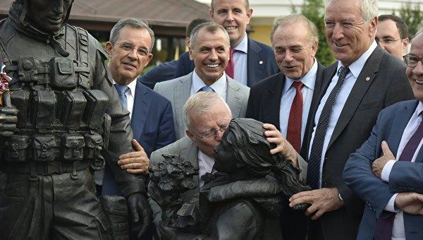 Французы в Симферополе: фото с Вежливыми людьми и селфи с крымчанками (ФОТО), фото-3