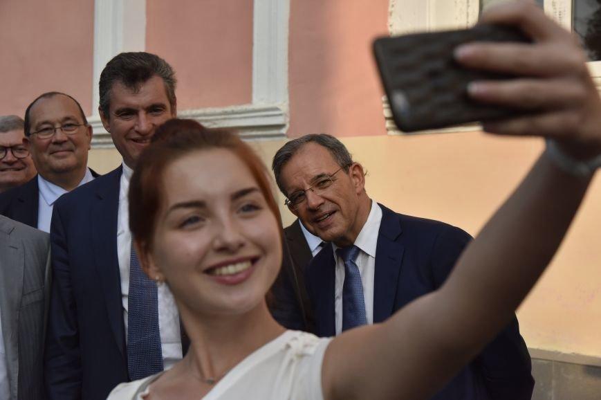 Французы в Симферополе: фото с Вежливыми людьми и селфи с крымчанками (ФОТО), фото-4