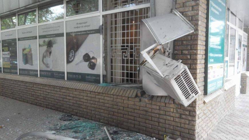 Ночью в запорожском банке прогремел взрыв (ФОТО), фото-4