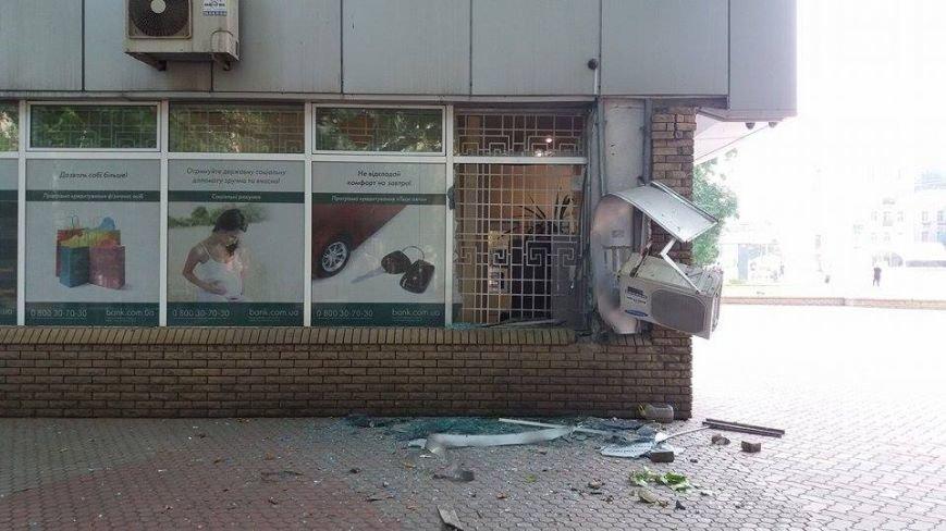 Ночью в запорожском банке прогремел взрыв (ФОТО), фото-1