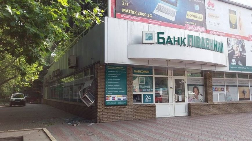 Ночью в запорожском банке прогремел взрыв (ФОТО), фото-2