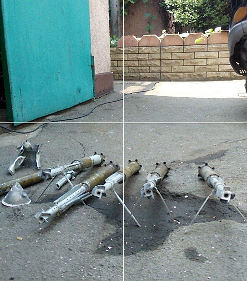 Боевики обстреляли Марьинку - пострадали дома мирных жителей (ФОТО), фото-4