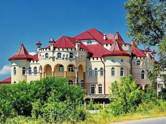 Закарпатські румуни будують собі вілли з 30-ма спальнями, фото-1
