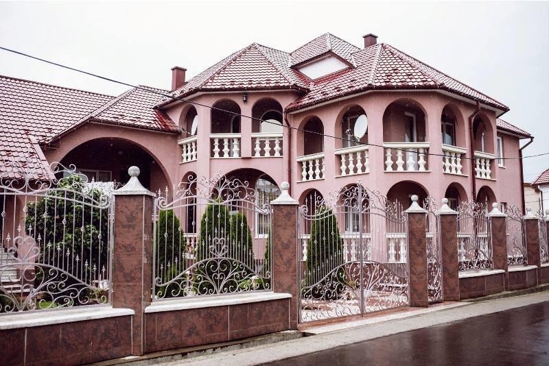 Закарпатські румуни будують собі вілли з 30-ма спальнями, фото-2