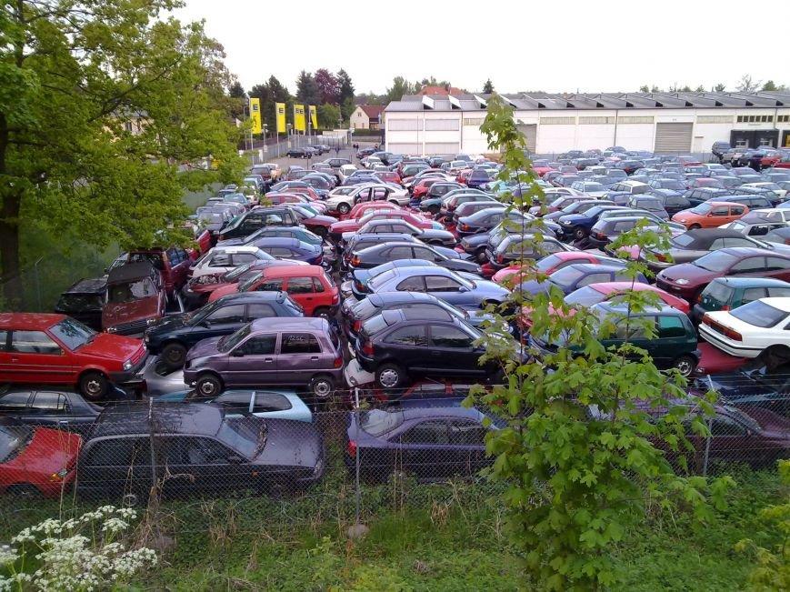 Сумне видовище: звалище автомобілів старше 10 років у Німеччині (ФОТО), фото-1
