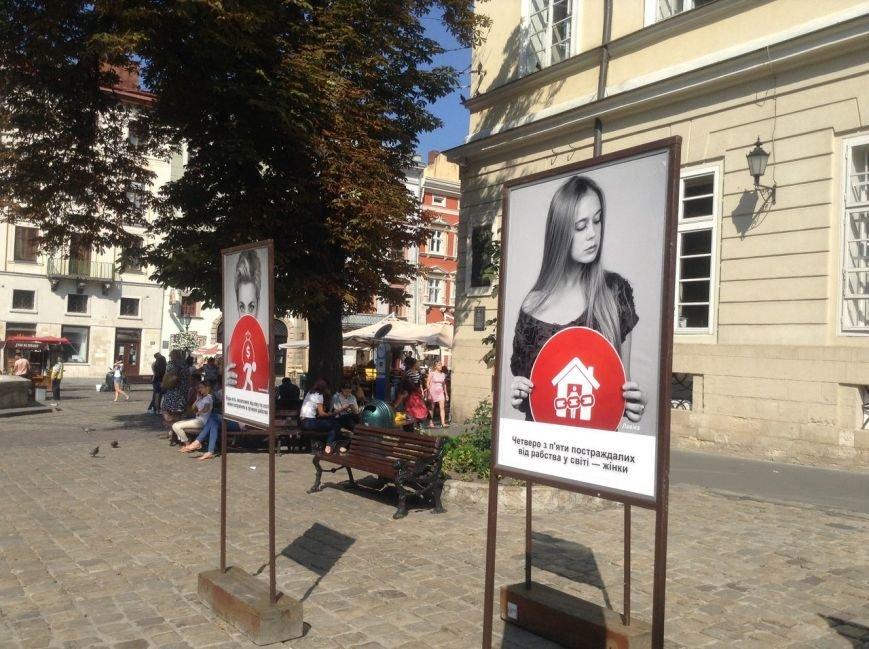 У Львові відкрилася фотовиставка з нагоди відзначення Всесвітнього дня боротьби з торгівлею людьми (ФОТО), фото-4