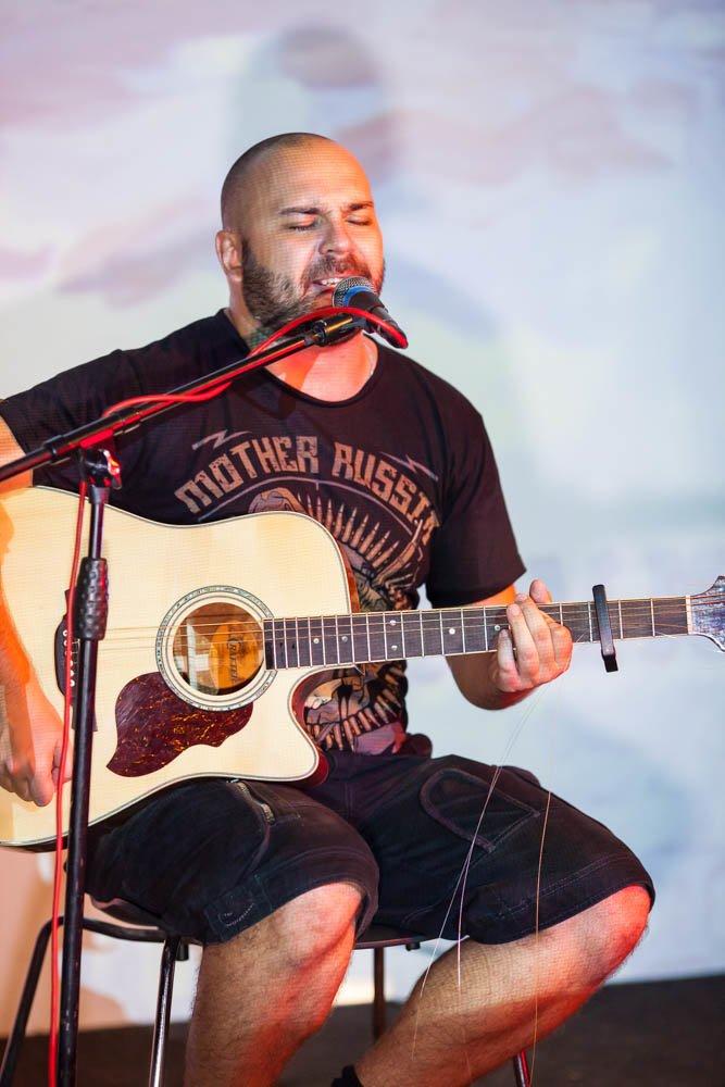 В «Тау» Бранимир исполнил свои самые мрачные и пронзительные песни, фото-1