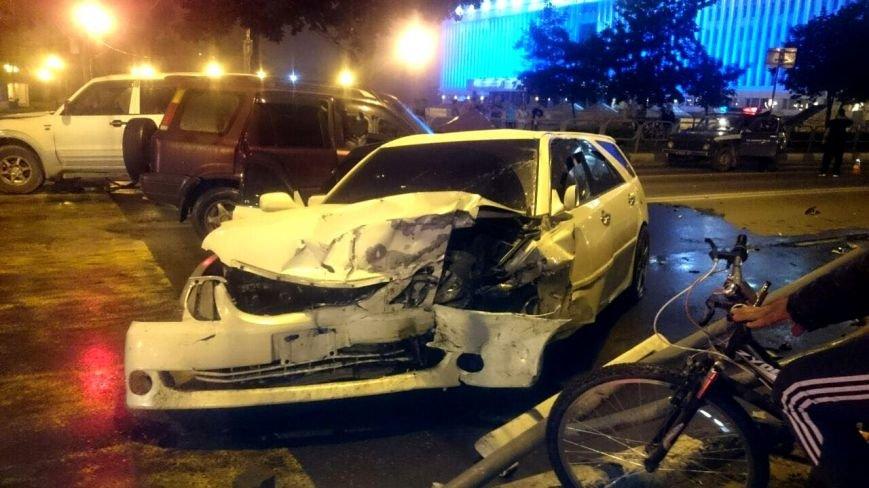 В страшной аварии в Южно-Сахалинске пострадали три человека, фото-1