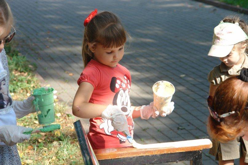 """На """"Валах"""" з'явилася кольорова лавочка розмальована дітьми. Фото, фото-3"""
