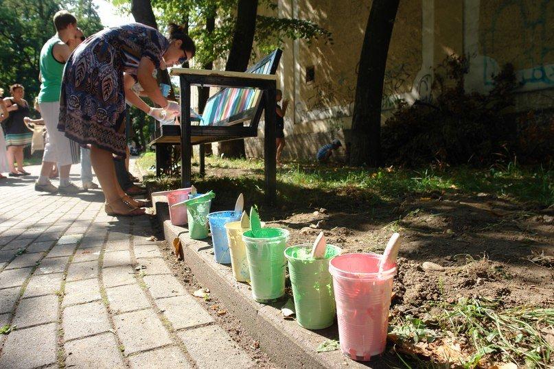 """На """"Валах"""" з'явилася кольорова лавочка розмальована дітьми. Фото, фото-4"""