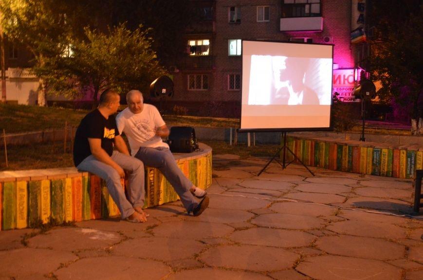 В Запорожье десятки людей смотрели фильмы под открытым небом (ФОТО), фото-1