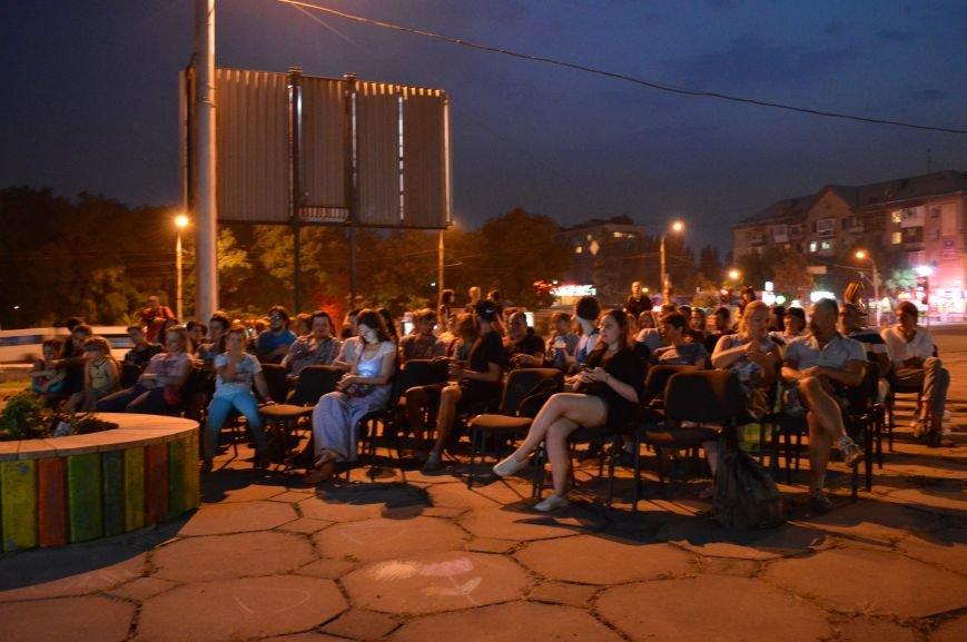 В Запорожье десятки людей смотрели фильмы под открытым небом (ФОТО), фото-2