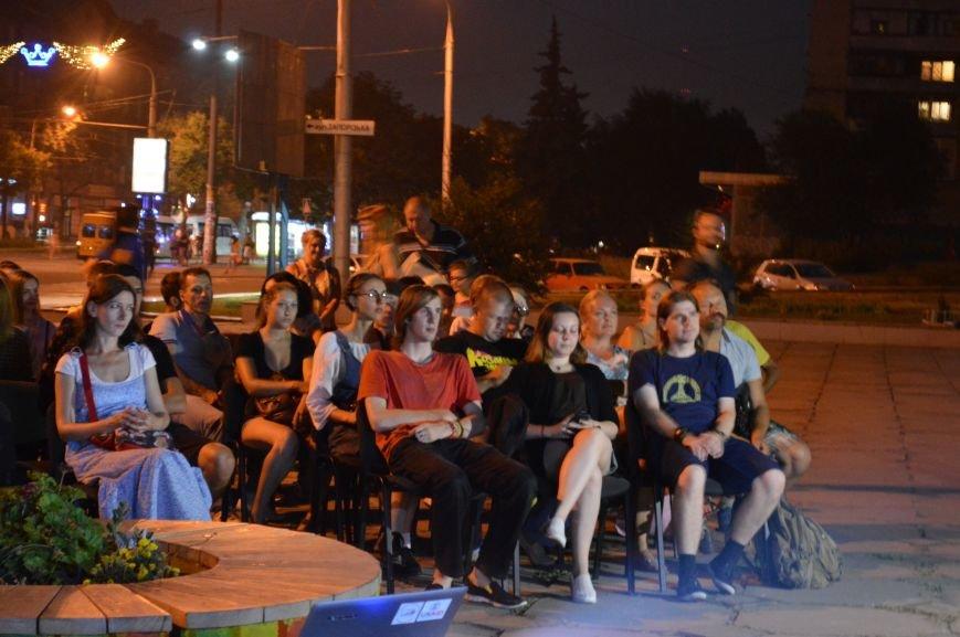 В Запорожье десятки людей смотрели фильмы под открытым небом (ФОТО), фото-8