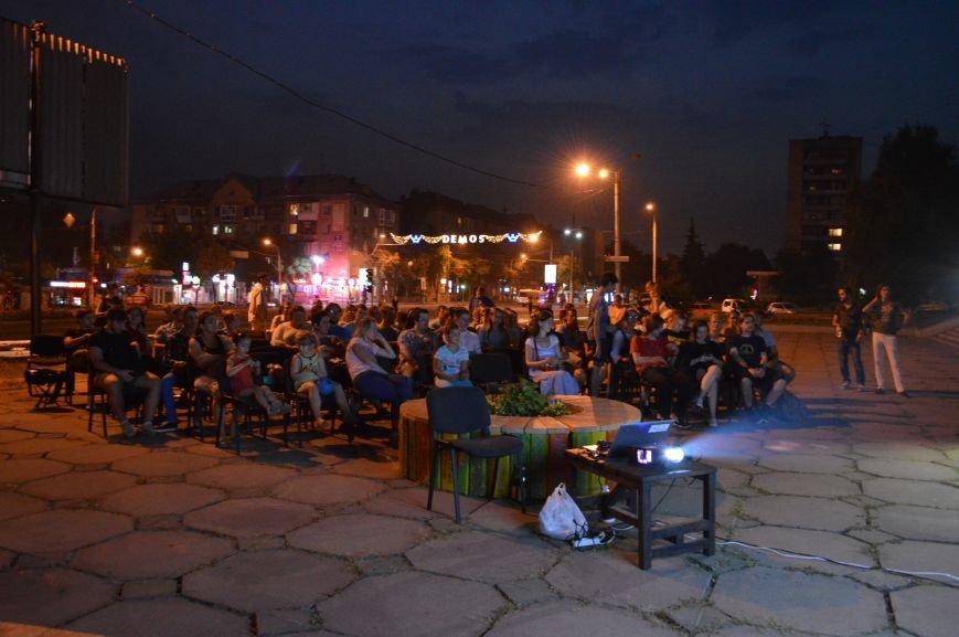 В Запорожье десятки людей смотрели фильмы под открытым небом (ФОТО), фото-7