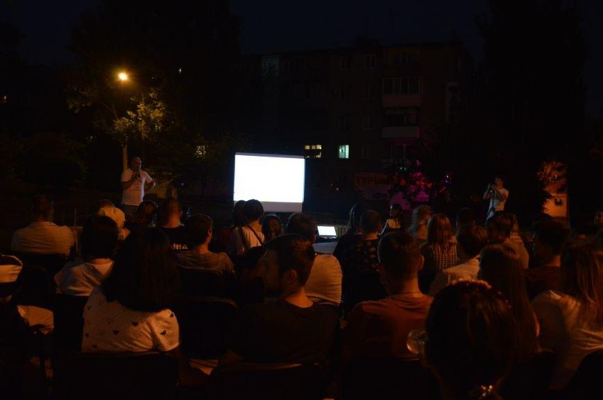 В Запорожье десятки людей смотрели фильмы под открытым небом (ФОТО), фото-3
