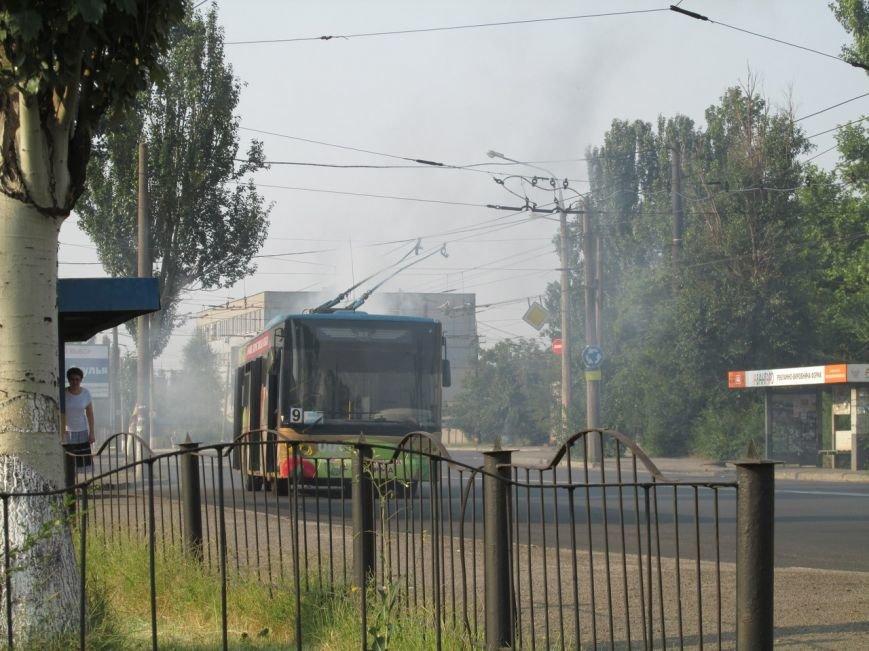 В Запорожье на ходу задымился троллейбус с пассажирами (ФОТОФАКТ), фото-1