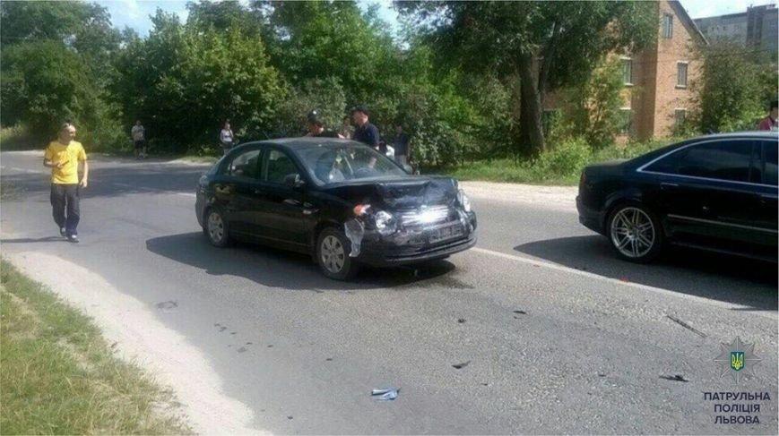 У Львові п'яний водій втікаючи від поліцейських збив інспектора та здійснив ще одну ДТП (ФОТО), фото-2
