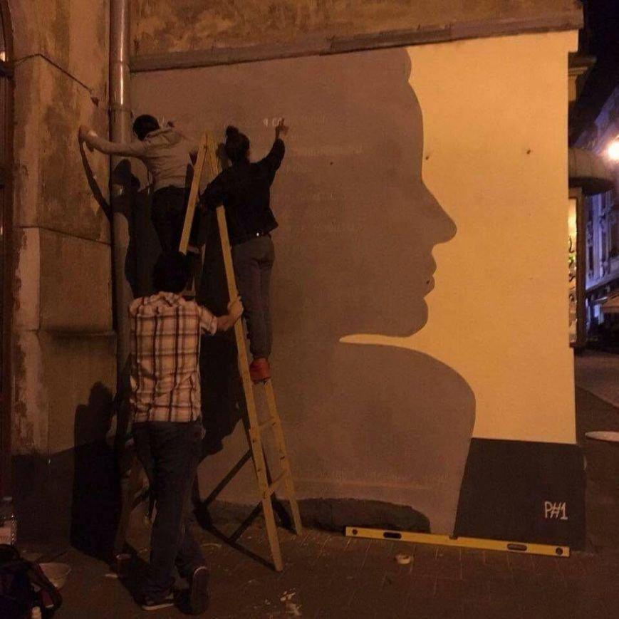 У Львові три сестри розписали одну із стін на вул. Краківській віршем Симоненка (ФОТО), фото-1
