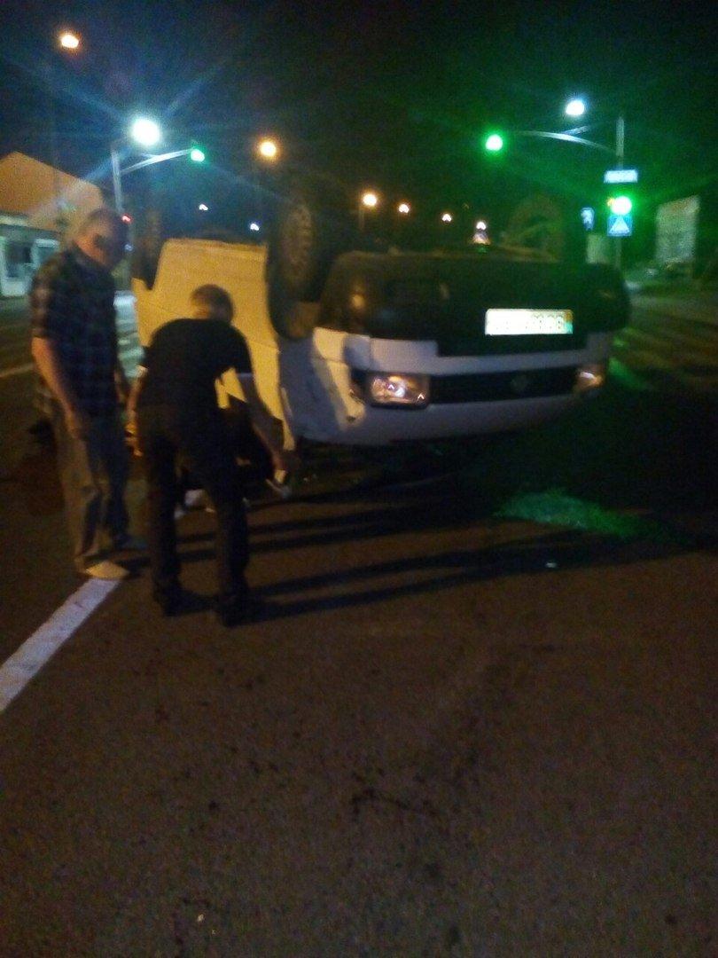 Вночі поблизу Львова перекинувся мікроавтобус (ФОТО), фото-2