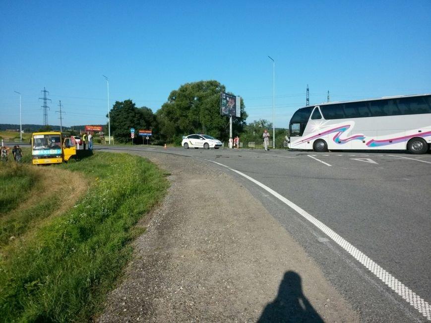 На Львівщині рейсовий автобус зіштовхнувся з маршруткою, фото-2