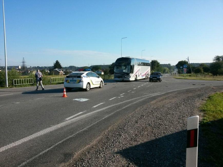 На Львівщині рейсовий автобус зіштовхнувся з маршруткою, фото-3
