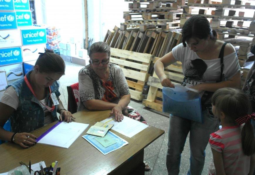 Сегодня в Покровске (Красноармейске) выдают гуманитарную помощь, фото-1