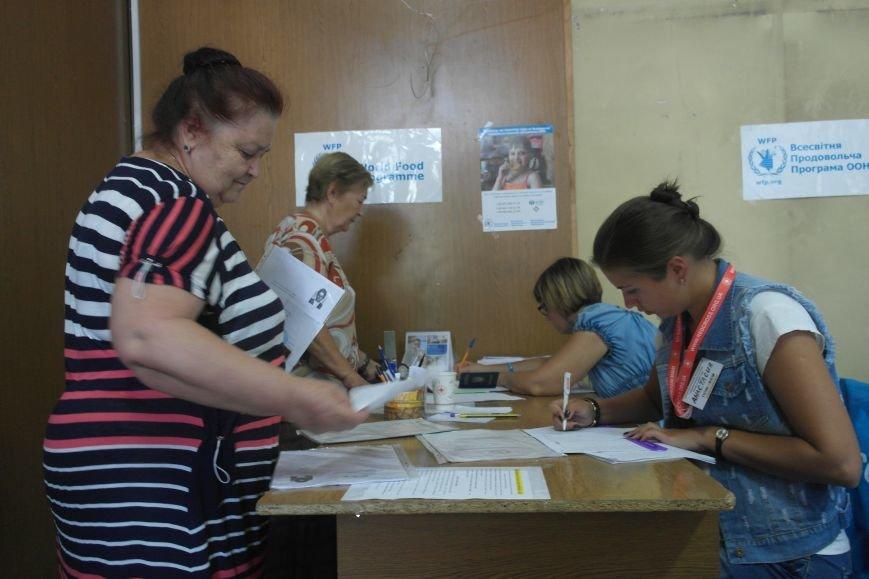 Сегодня в Покровске (Красноармейске) выдают гуманитарную помощь, фото-2