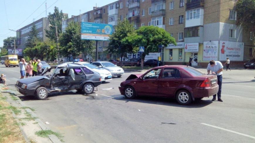 В Кропивницком произошло серьезное ДТП, пострадали люди (ФОТО), фото-1