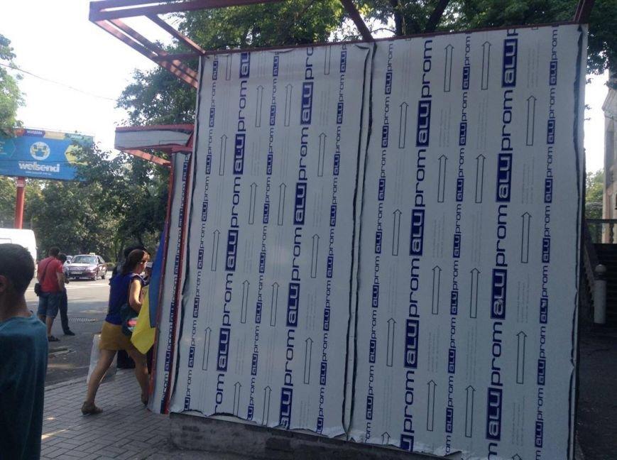 В центре Мариуполя  никак не могли снести незаконно установленный киоск (ФОТО, ВИДЕО), фото-8