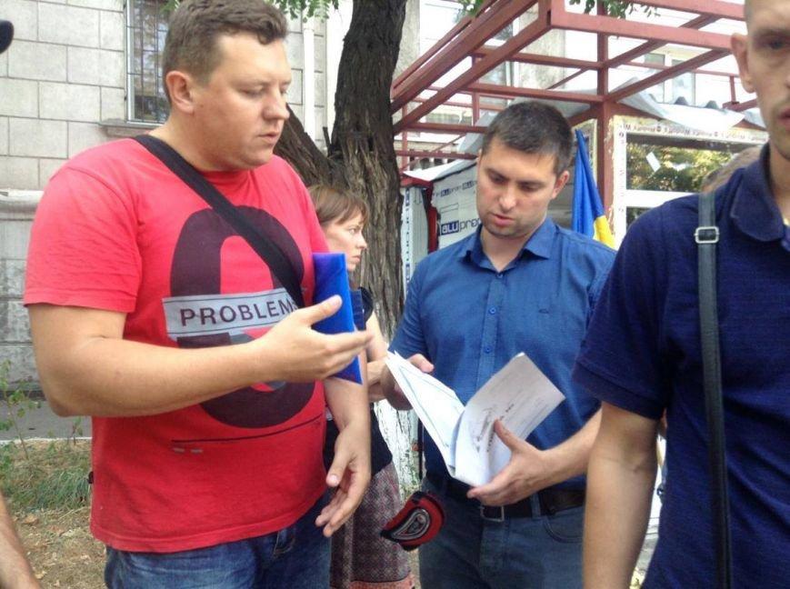 В центре Мариуполя  никак не могли снести незаконно установленный киоск (ФОТО, ВИДЕО), фото-5