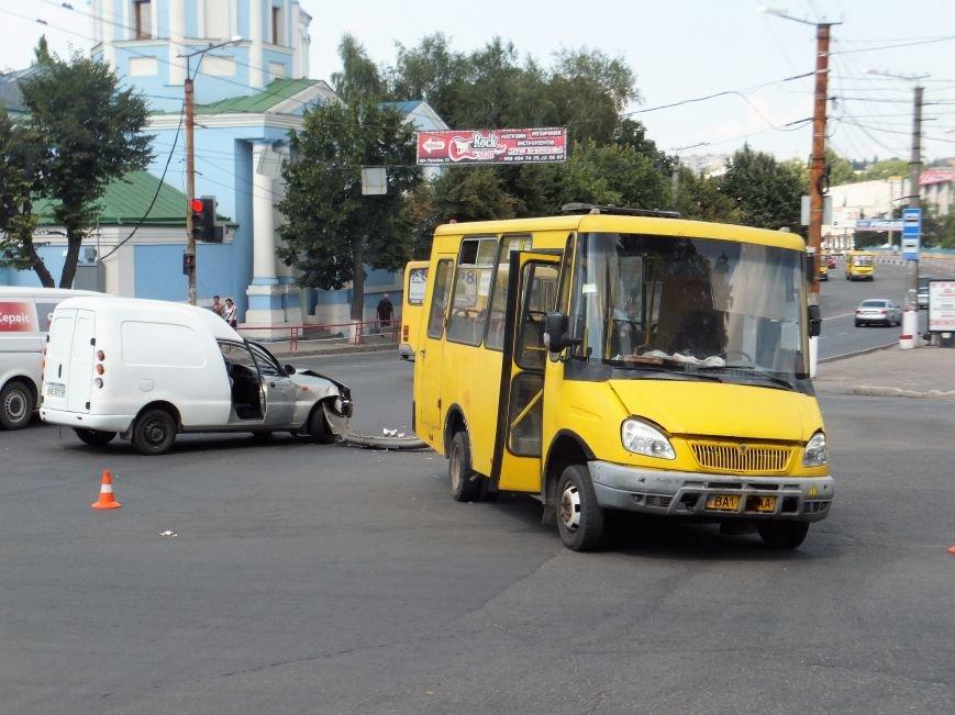 В Кропивницком произошло ДТП с участием маршрутки (ФОТО), фото-7