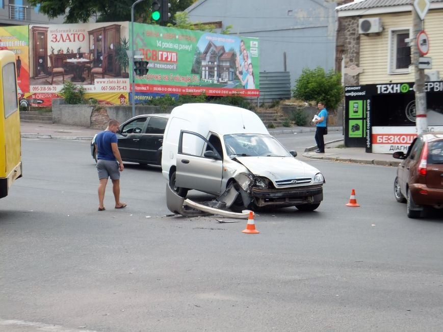 В Кропивницком произошло ДТП с участием маршрутки (ФОТО), фото-3