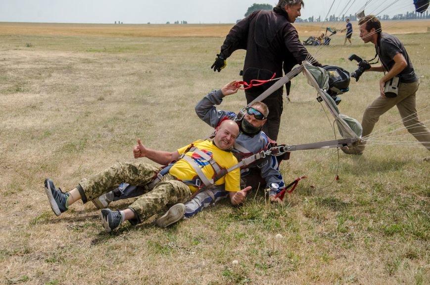 Бойцы, получившие тяжелейшие ранения в АТО, впервые прыгнули с парашютом (ФОТО), фото-9