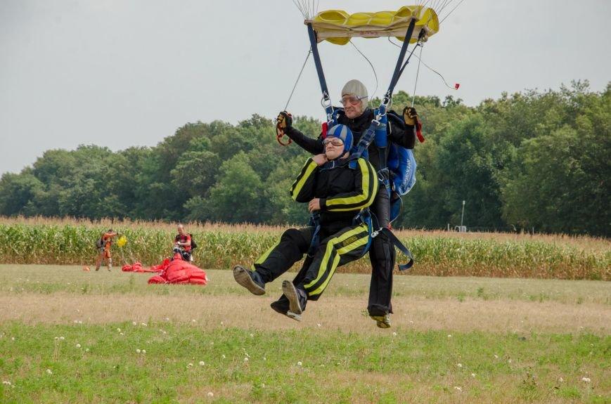 Бойцы, получившие тяжелейшие ранения в АТО, впервые прыгнули с парашютом (ФОТО), фото-25
