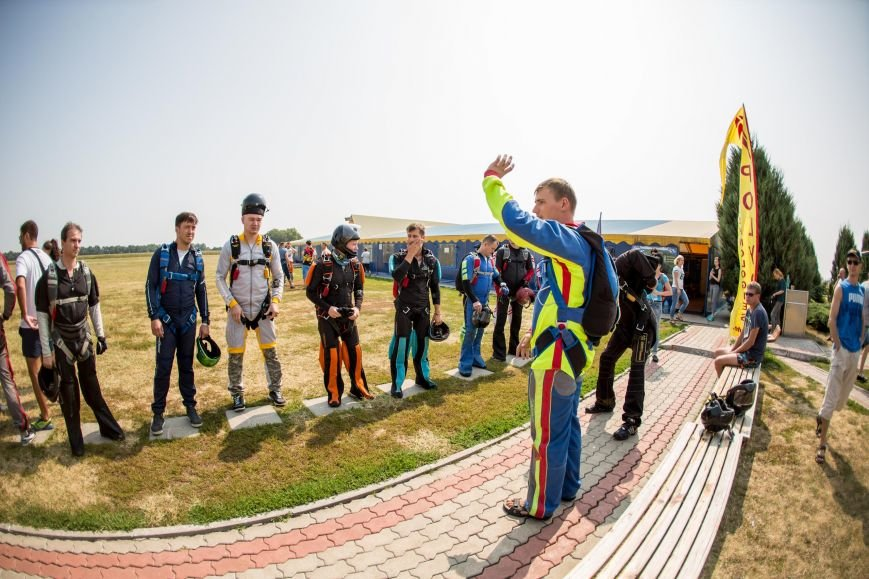 Бойцы, получившие тяжелейшие ранения в АТО, впервые прыгнули с парашютом (ФОТО), фото-13