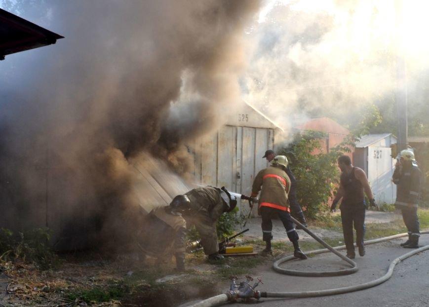 На Радостной в Одессе горели гаражи с автотранспортом: причины пожара (ФОТО, ВИДЕО), фото-2