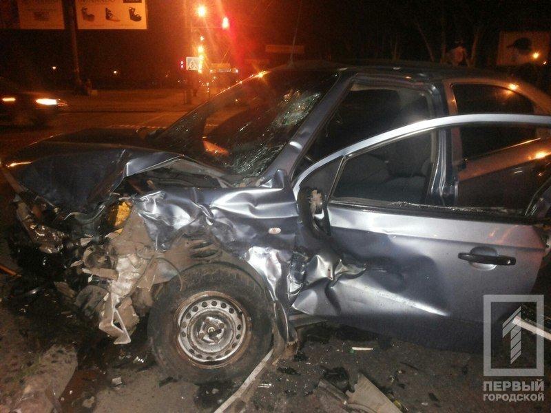"""В Кривом Роге столкнулись две иномарки - из разбитого вдребезги """"Chevrolet"""" водителя доставали спасатели (ФОТО), фото-4"""