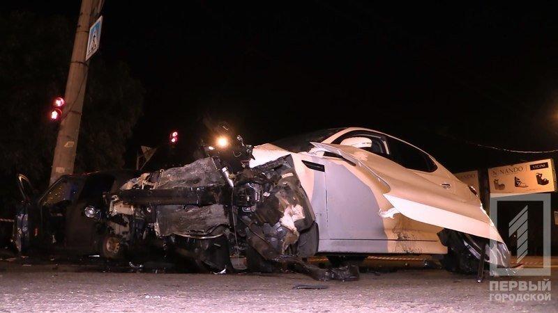 """В Кривом Роге столкнулись две иномарки - из разбитого вдребезги """"Chevrolet"""" водителя доставали спасатели (ФОТО), фото-2"""