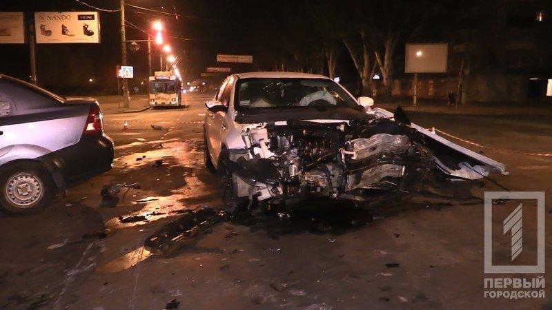 """В Кривом Роге столкнулись две иномарки - из разбитого вдребезги """"Chevrolet"""" водителя доставали спасатели (ФОТО), фото-5"""