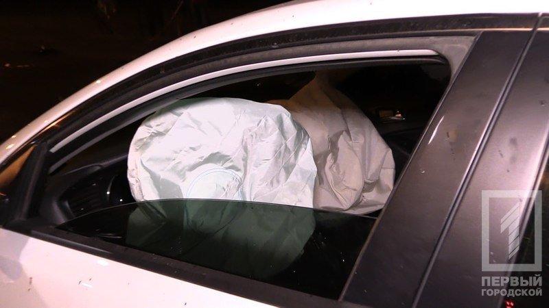 """В Кривом Роге столкнулись две иномарки - из разбитого вдребезги """"Chevrolet"""" водителя доставали спасатели (ФОТО), фото-8"""